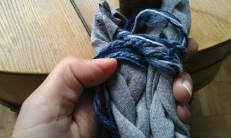 Shove the yarn eights together so they lie tight together